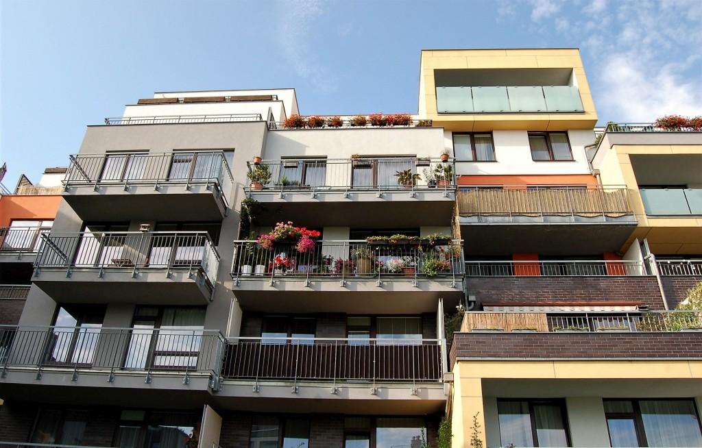 Šetrné stavění, šetří i kapsu uživatelů bytů. Spolupráce ČKA a CZGBC by mohla tomuto trendu napomoci.