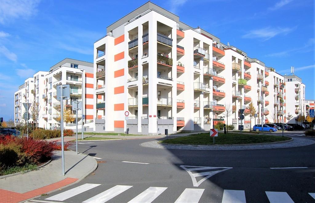 Růst cen a snížená dostupnost hypotečních úvěrů způsobují že kupující nových bytů stárnou