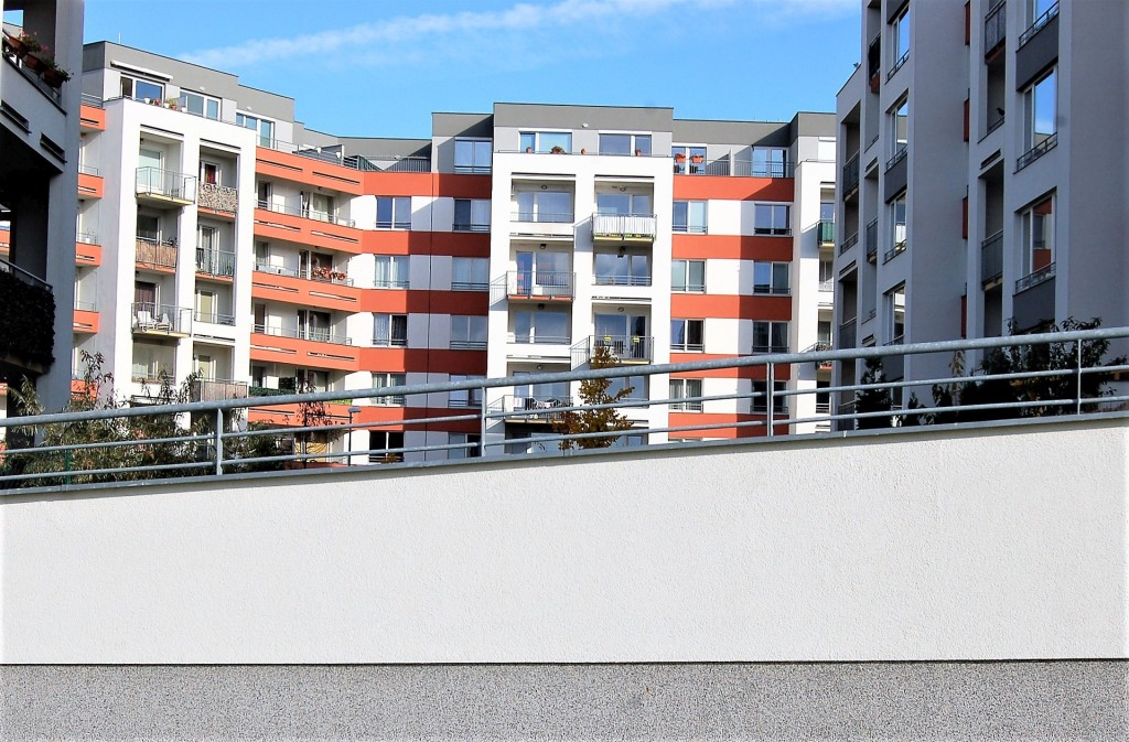 V lednu povolily úřady k výstavbě v Praze přes 300 bytů. Hlavní město jich však potřebuje měsíčně povolit přes 800!