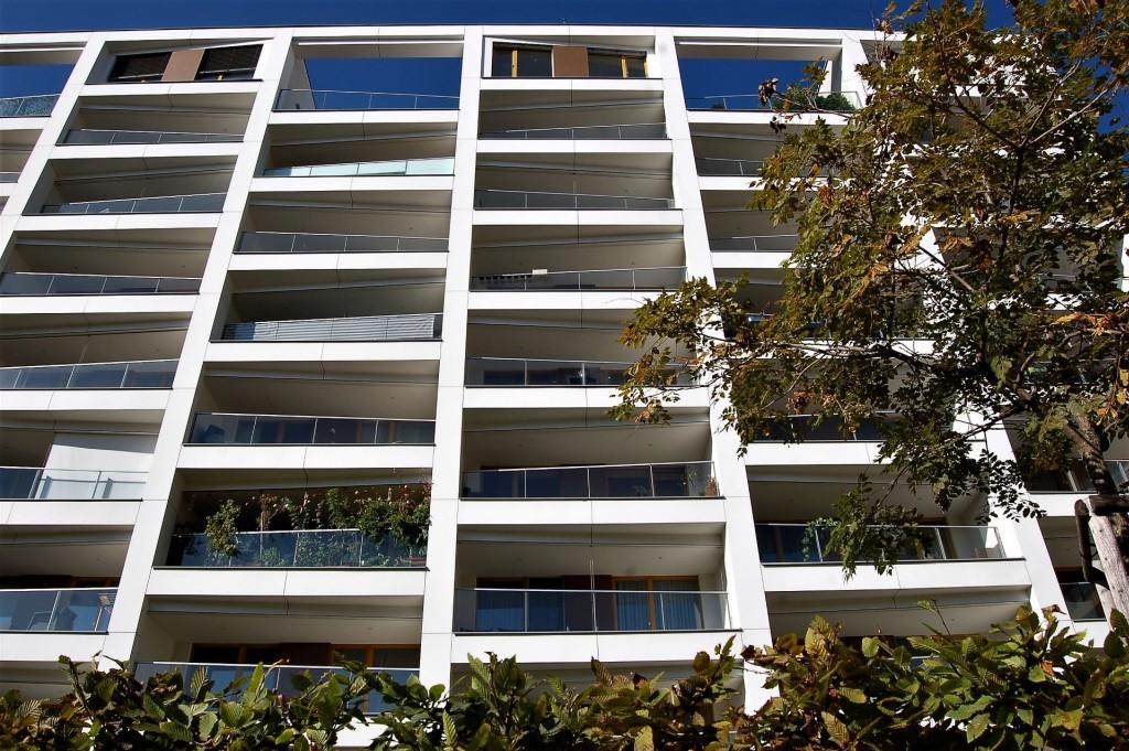 Byrokratické průtahy zdražují byty průměrně o deset procent. Zjednodušené stavební řízení může lidem ušetřit stovky tisíc korun.