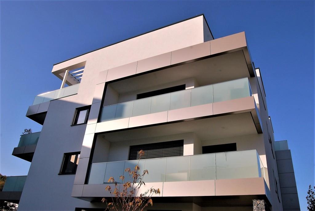 Praha a střední Čechy stále dominují bytové výstavbě. V hlavním městě jde hlavně o byty, ve Středočeském kraji převažují rodinné domy.