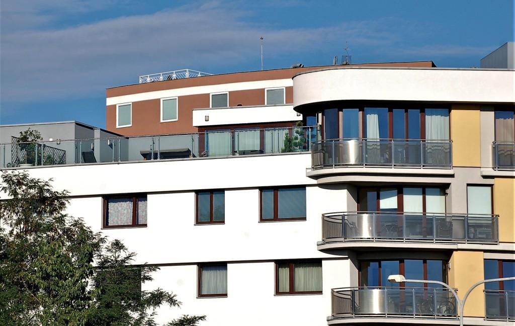 Červnový přírůstek povolení k výstavbě bytů byl rekordně nízký