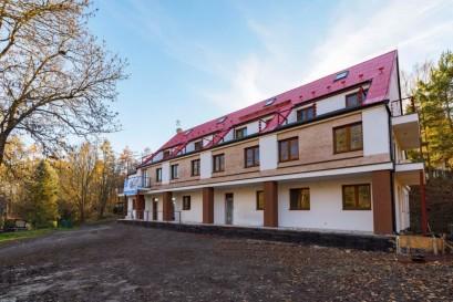Vprojektu na Slapech je volná už jen polovina apartmánů