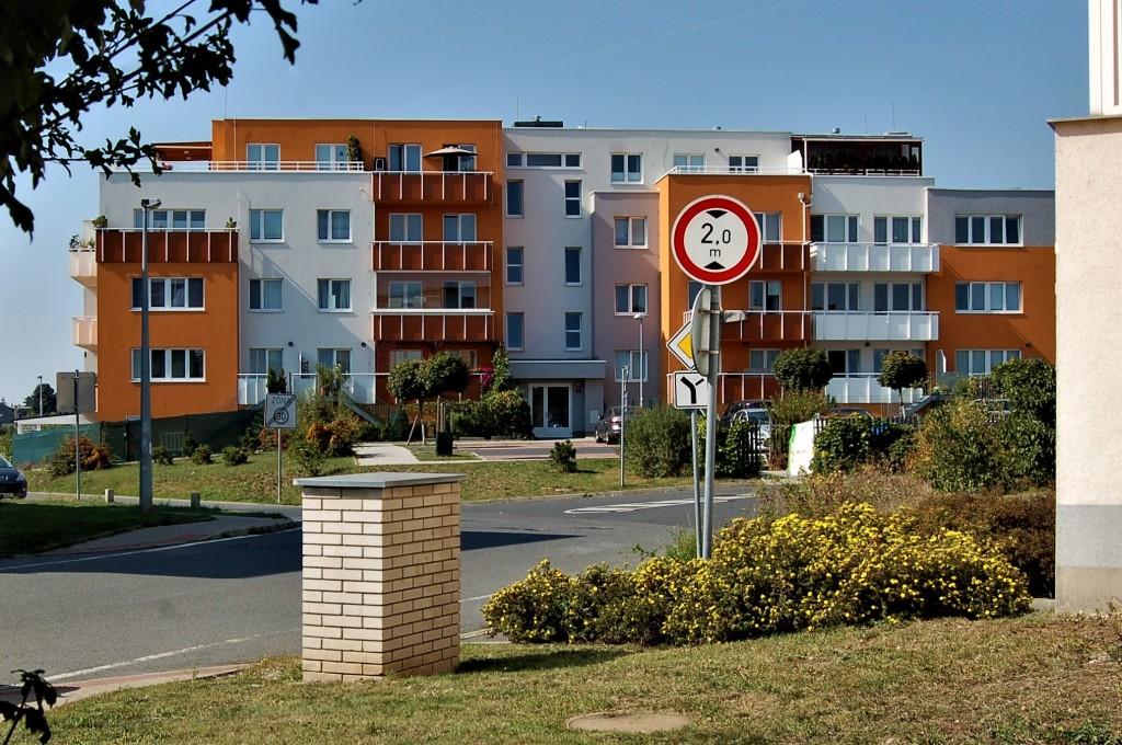 """Stavebnictví v propadu, výstavbu bydlení """"zachraňují"""" byty v původně nebytových budovách"""