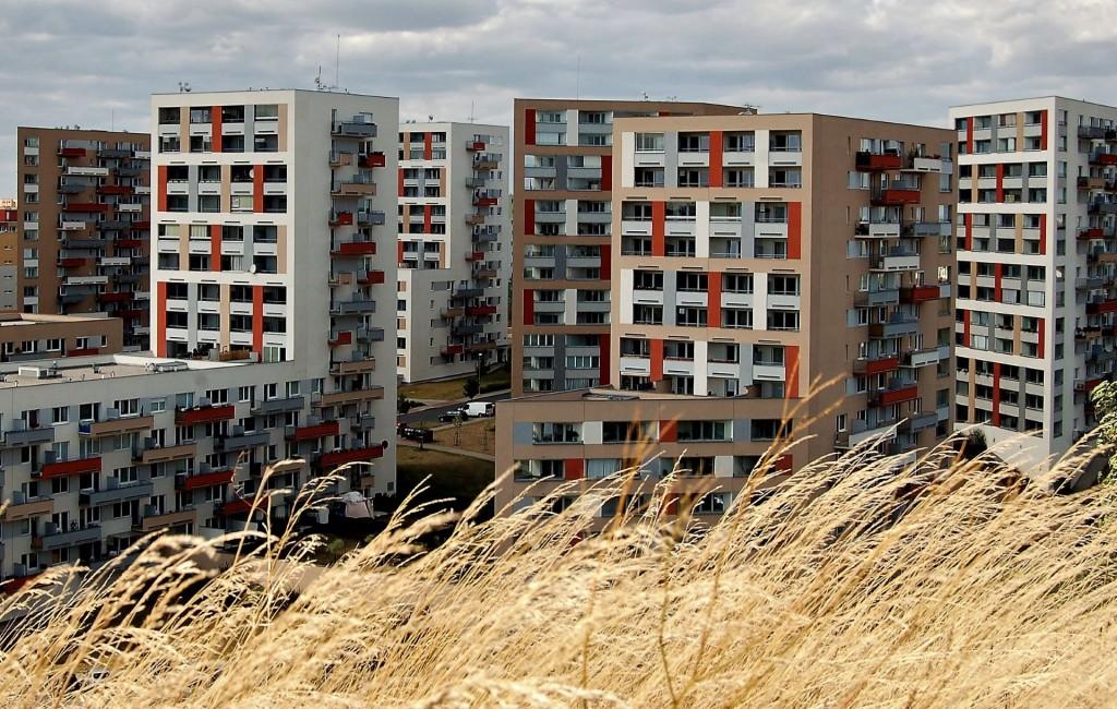Za srpen stavební povolení pro 1200 nových bytů. Bude to stačit?